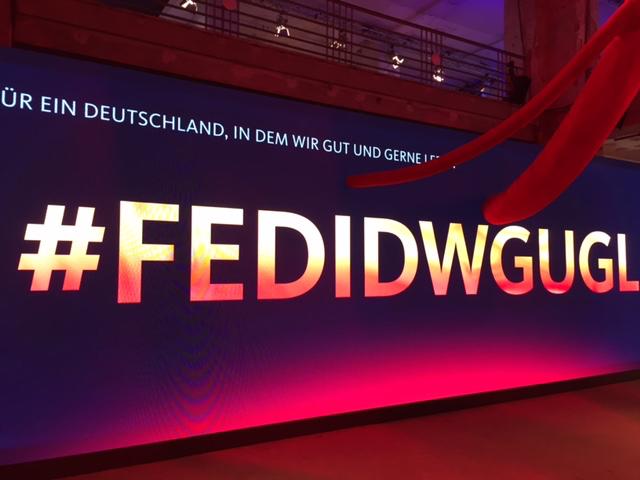 Zu Besuch im FEDIDWGUGL-Haus.