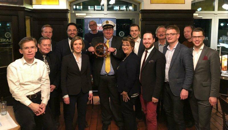 Der neue Vorstand des Ortsverbandes Moabit mit altem und neuem Kapitän Martin Leuschner.