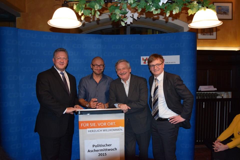 (v.l.n.r.) Der Innensenator und Vorsitzende der CDU Mitte, Frank Henkel, unser Gast Murat Topal, der Vorsitzende der CDU Moabit, Volker Liepelt, und der Bundestagsabgeordnete Dr. Philipp Lengsfeld